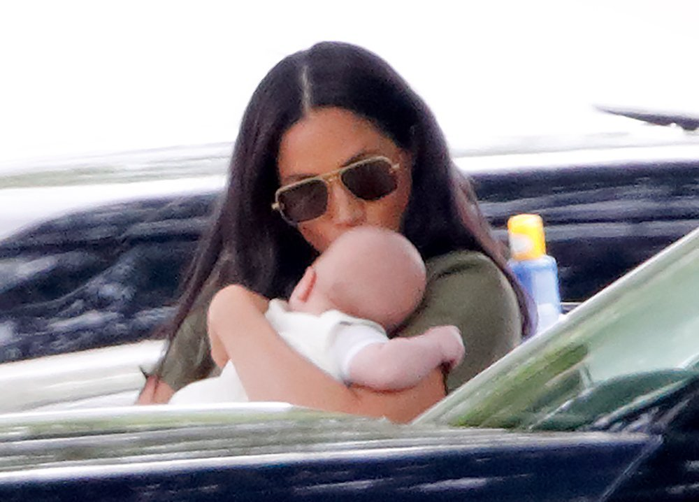 Duchess Meghan kissing baby Archie as she arrived at the King Power Royal Charity Polo Day | Photo: Getty Images