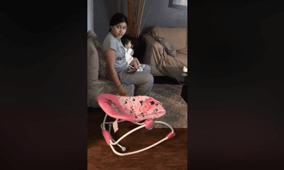 Madre con bebé / Imagen tomada de: Facebook - JD Videos Oficial