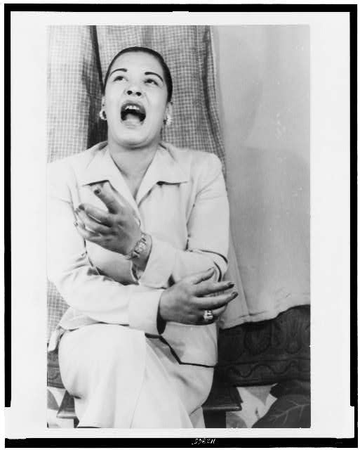 Bilie Holiday singing circa 1949. | Source: Wikimedia Commons