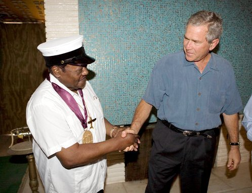 Domino with the National Medal of Arts replaced by President George W. Bush on August 29, 2006. | Photo: Wikimedia Commons Images