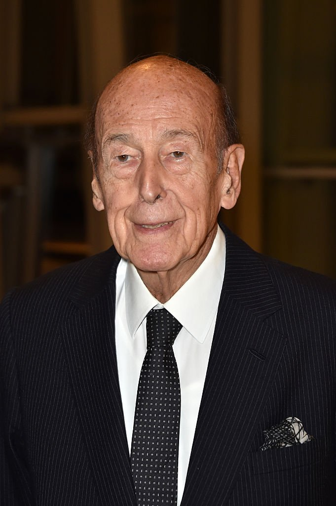 Valery Giscard d'Estaing assiste aux `` Icones de l'Art Moderne, La Collection Chtchoukine '' à la Fondation Louis Vuitton le 20 octobre 2016 à Paris. | Photo : Getty Images