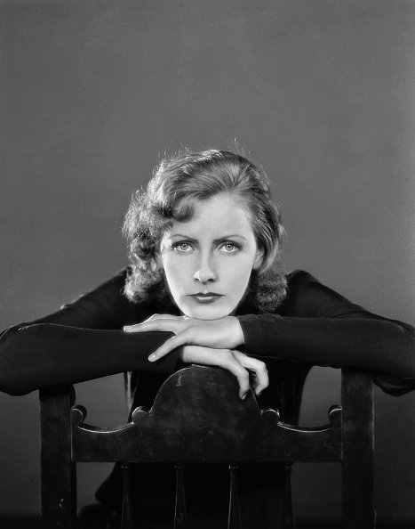 Greta Garbo poses for an MGM publicity still, circa 1935, in Los Angeles, California. | Photo: Getty Images