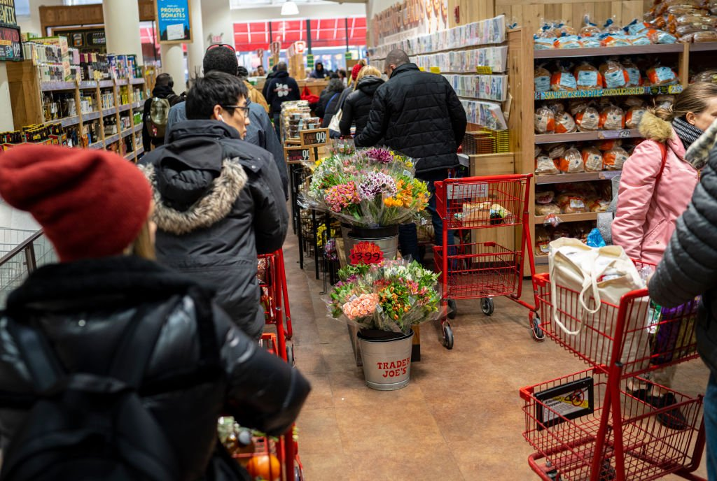 Grocery shoppers inside Trader Joe's New York City branch. | Photo: Getty Images