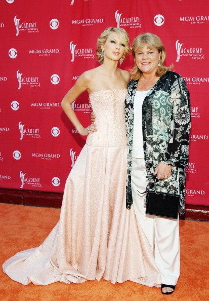 Taylor Swift and Andrea Swiftat The MGM Grand Hotel and Casino Resort in Las Vegas, Nevada. | Photo: Getty Images