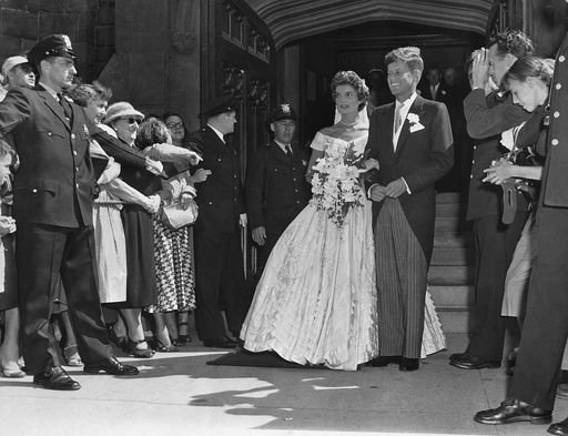 The Kennedys' wedding day in 1953, after the church ceremony. | Photo: Getty Images