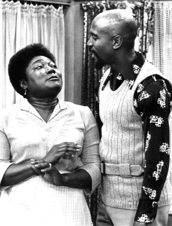 """Esther Rolle as Florida Evans and Lou Gossett guest-starring as her brother, Wilbert on """"Good Times"""" 