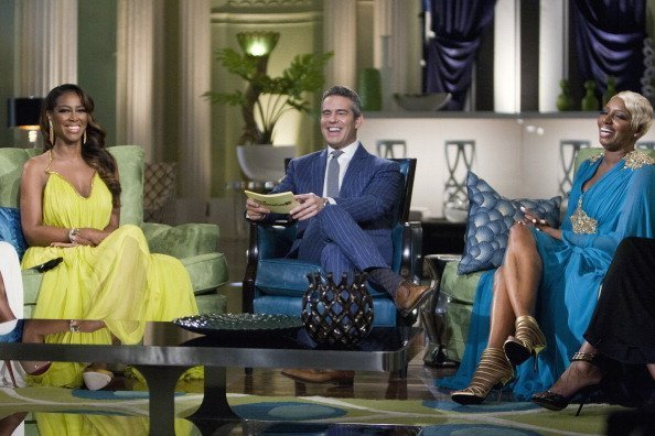 Kenya Moore, Andy Cohen and  NeNe Leakes on set of THE REAL HOUSEWIVES OF ATLANTA | Photo: Getty Images