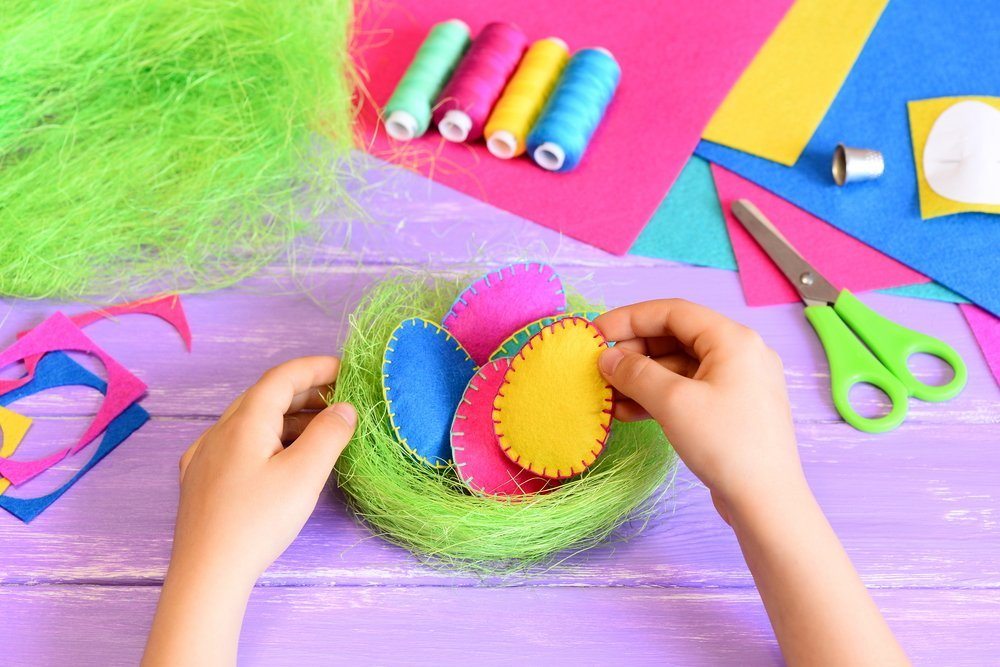 Little girl does an easy and attractive Easter decor idea | Source: Shutterstock