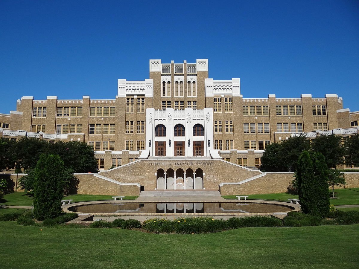 Facade of Central High School, Little Rock, Arkansas. | Photo: Wikimedia Commons Images