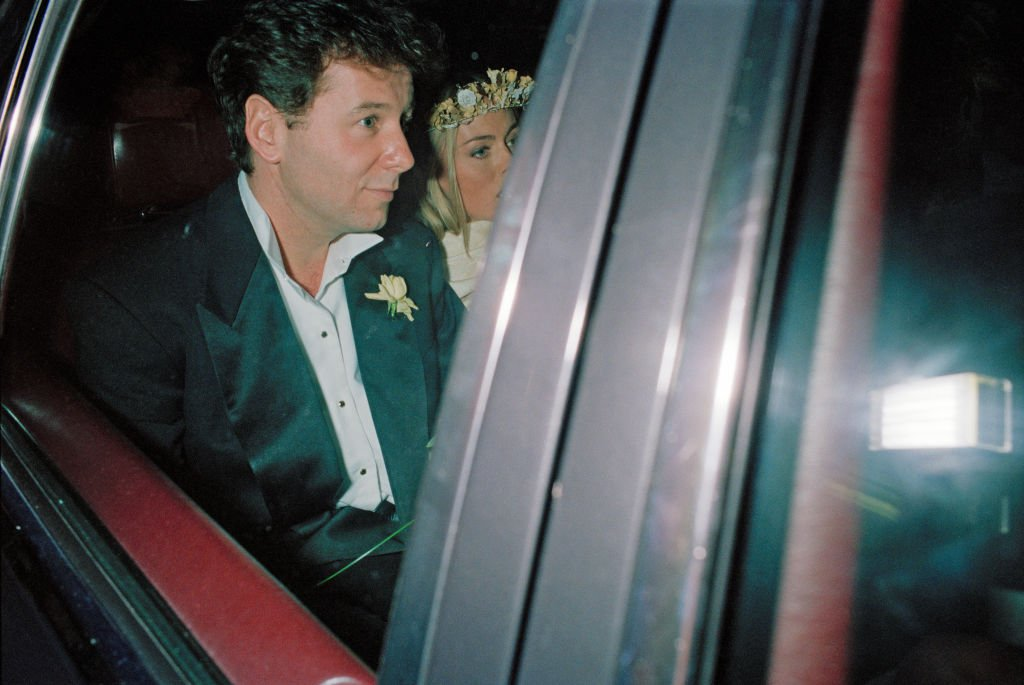 Jim Kerr and Patsy Kensit left Chelsea Register Office, London, after their wedding, 3rd January 1992 | Photo: Getty Images