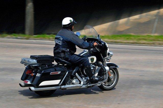 Polizist auf Motorrad | Pixabay