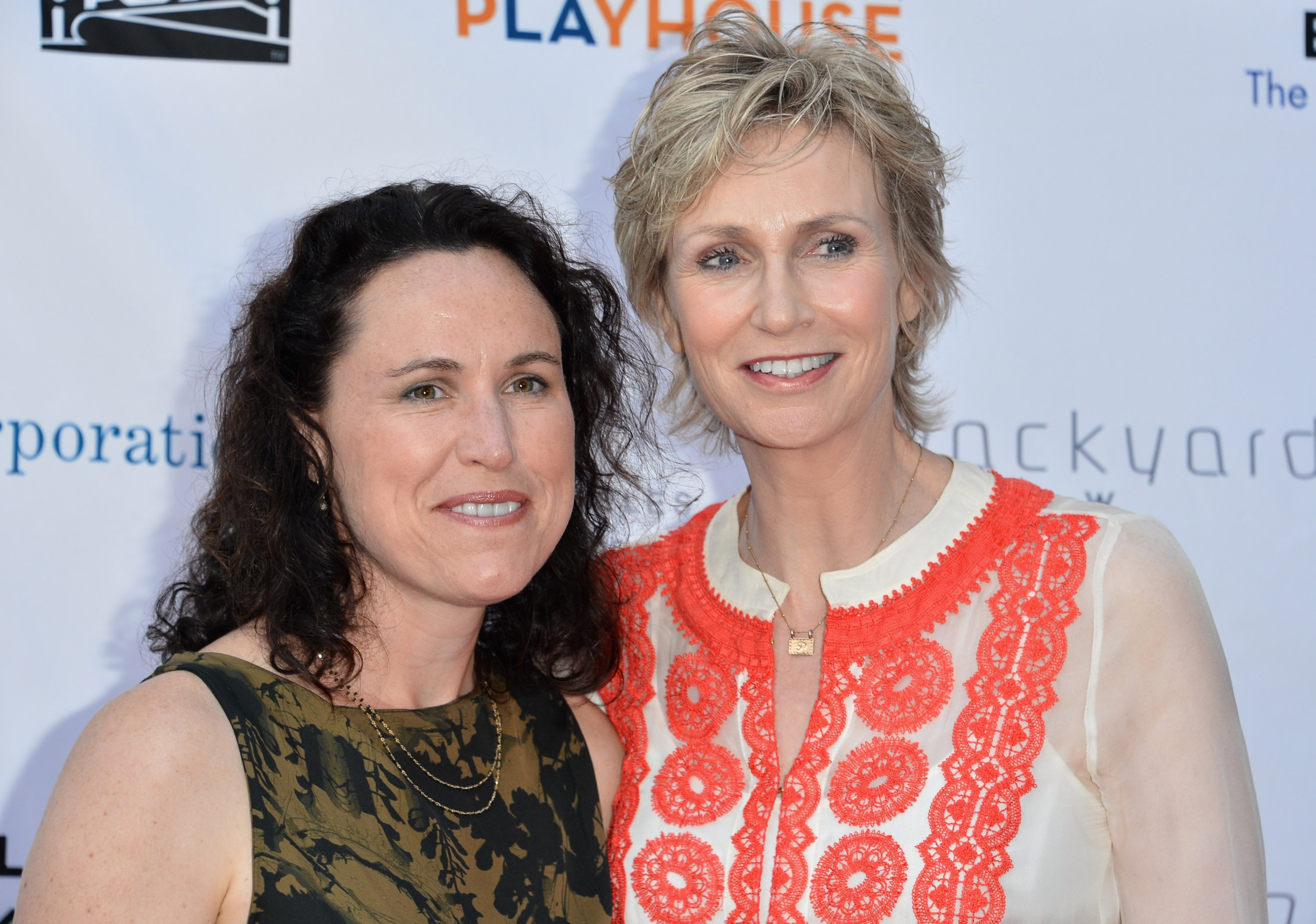 """Lara Embry and Jane Lynch attend the Geffen Playhoues """"Backstage at the Geffen"""" gala in Los Angeles, California on June 4, 2012   Photo: Getty Images"""