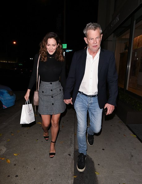 David Foster and Katharine McPhee holding hands in Los Angeles, California.| Photo: Getty Images.
