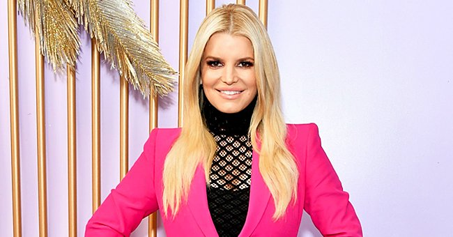 Dyslexic Jessica Simpson Reads Aloud without Hesitation for the First Time