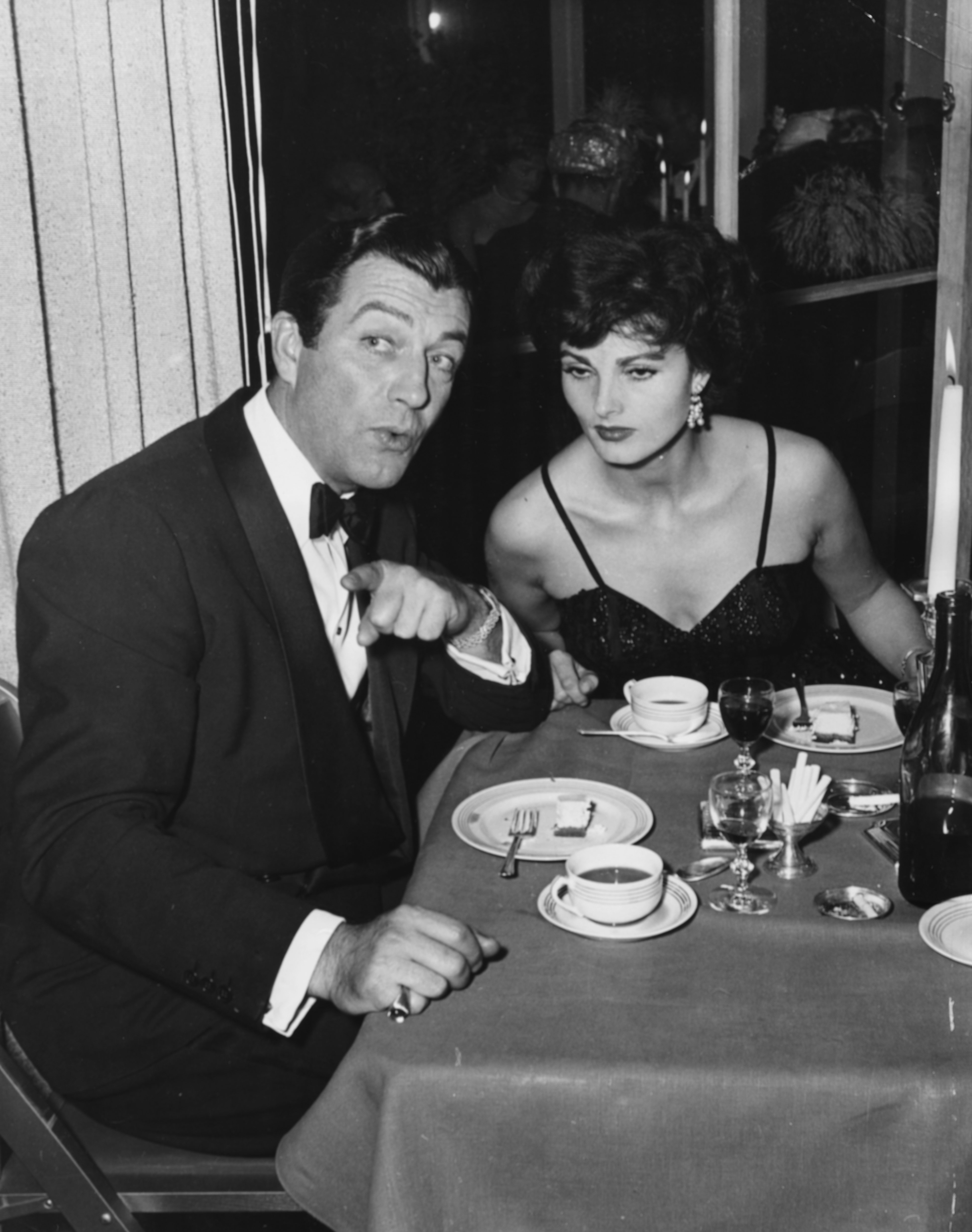 Actor Robert Taylor and his wife Ursula Thiess eating cheesecake and drinking coffee after dinner together in Hollywood, March 12th 1954.  | Source: Getty Images
