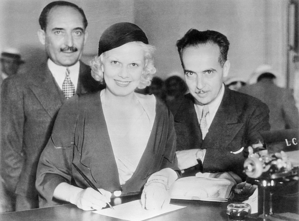 Jean Harlow, platinum blonde star of the movies, with Paul Bern, singing the wedding papers, in Beverly Hills, in July 2, 1932. | Source: Getty Images