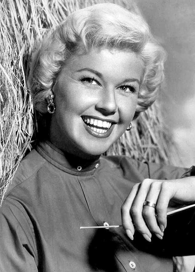 Publicity photo of Doris Day circa November 1957 | Source: Wikimedia Commons
