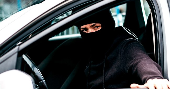 The man was stopped by a police officer in a roadblock. | Photo: Shutterstock