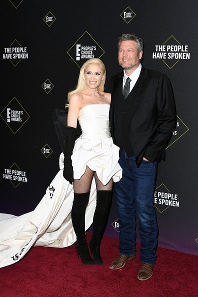 Gwen Stefani and Blake Shelton attend the 2019 E! People's Choice Awards at Barker Hangar in Santa Monica. | Photo: Getty Images