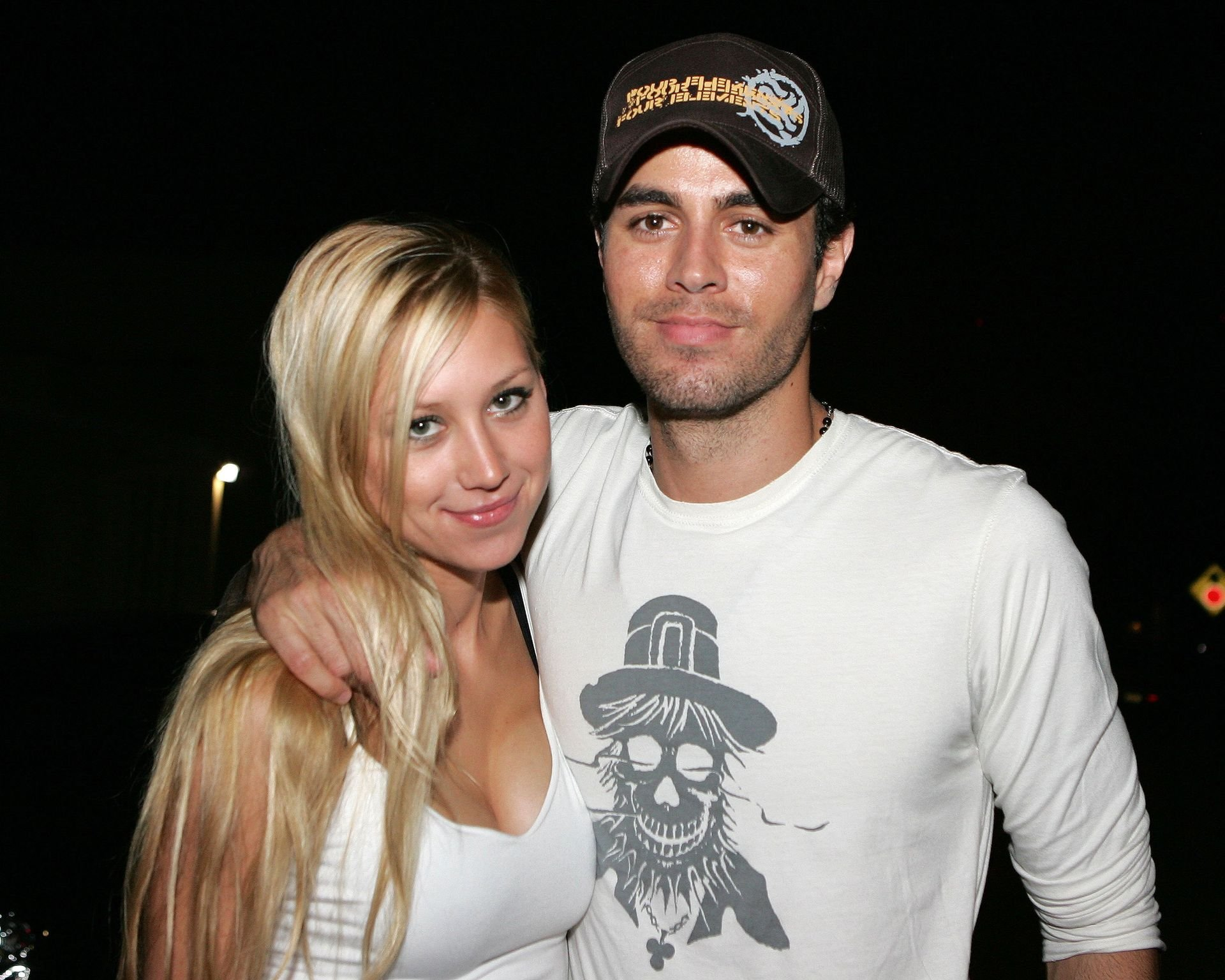 Tennis player Anna Kournikova and singer Enrique Iglesias leave Big Pink restaurant during the early morning hours on June 16, 2006   Photo: Getty Images