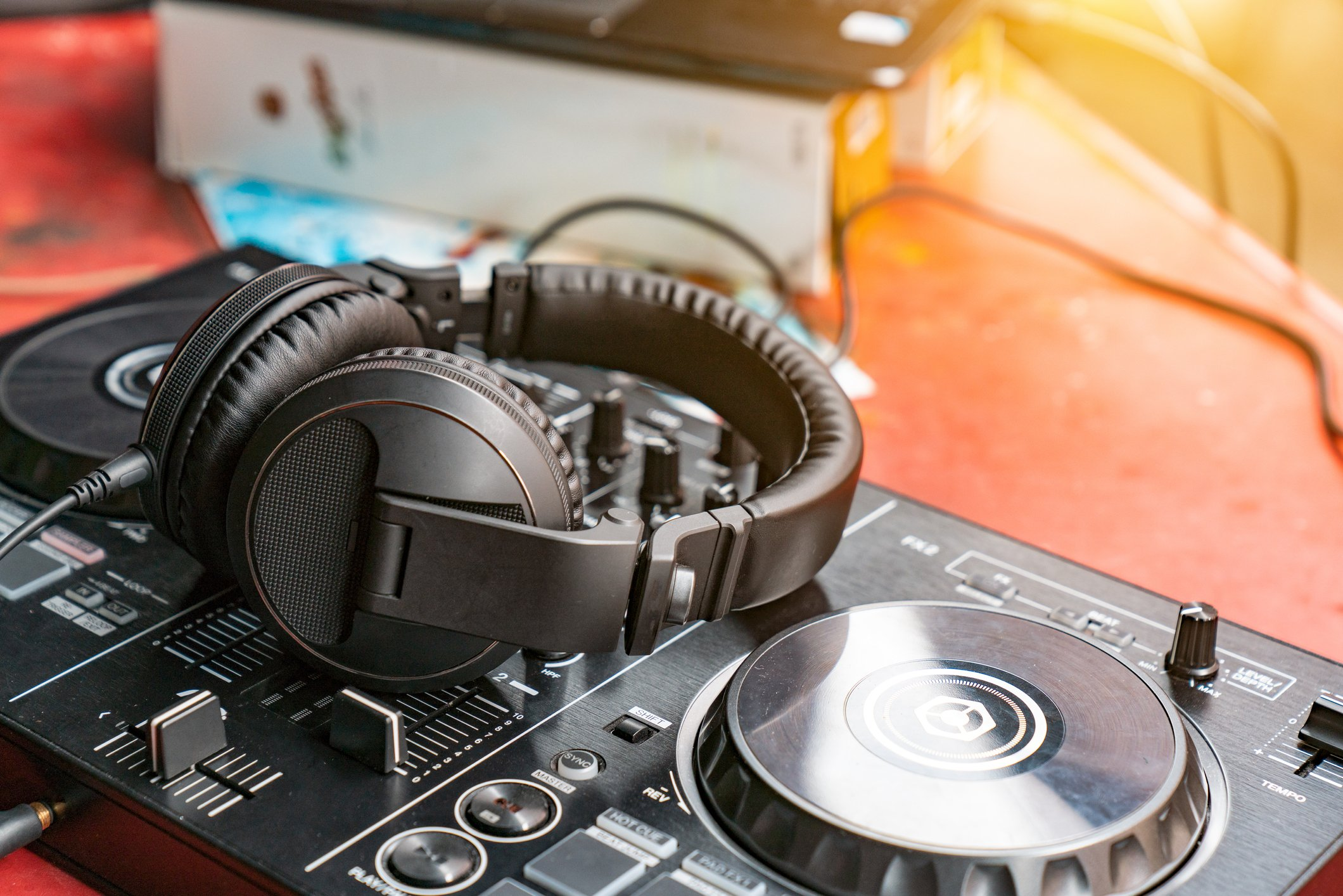 A picture of a turntable and a headset. | Photo: Getty Images