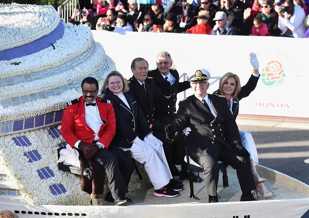 """Ted Lange, Lauren Tewes, Bernie Kopell, Fred Grandy, Gavin MacLeod and Jill Whelan of """"The Love Boat"""" attend the 126th Annual Tournament of Roses Parad in Pasadena, California on January 1, 2015 