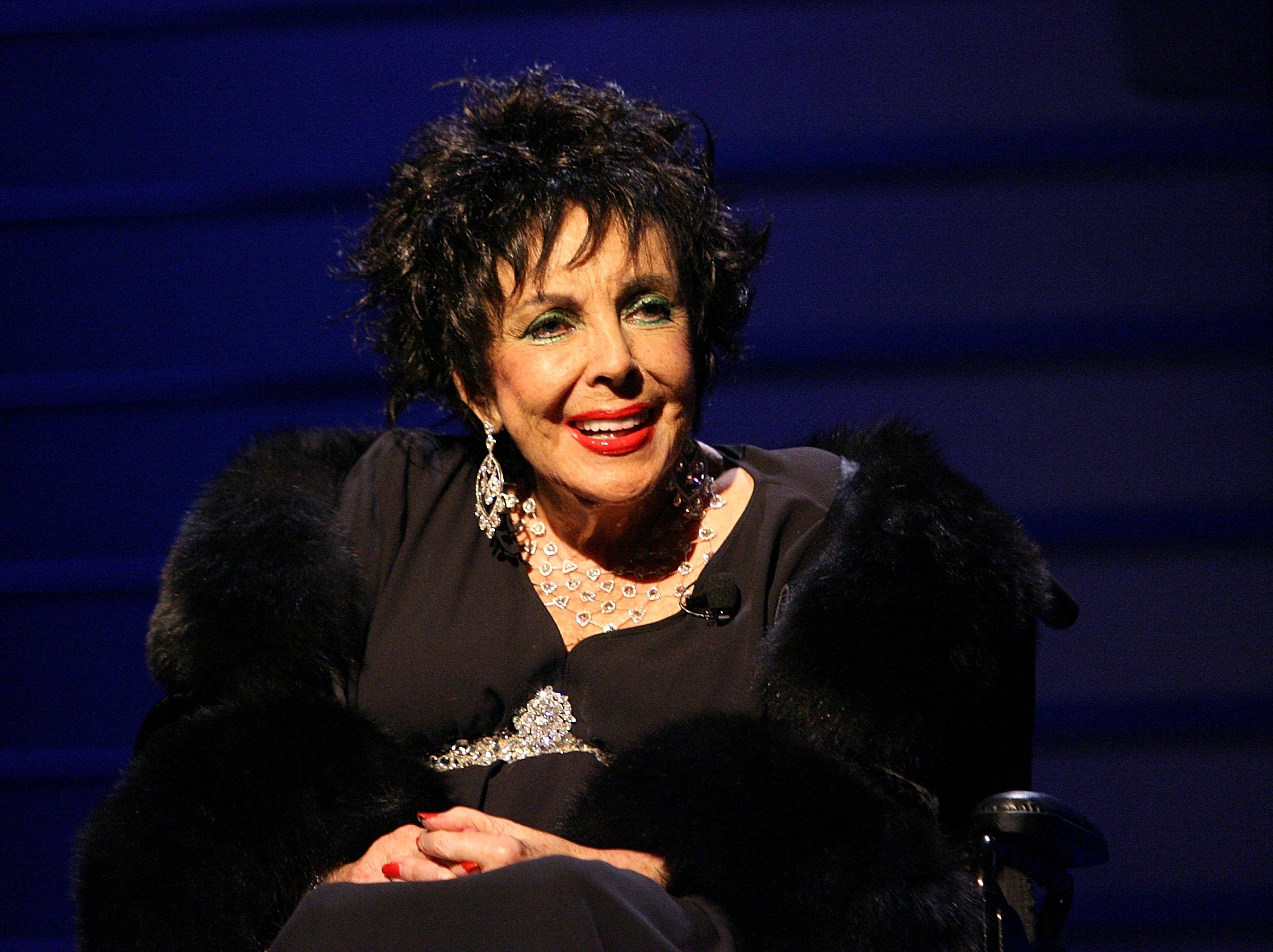 Elizabeth Taylor attends Macy's Passport Gala in Santa Monica, California on September 26, 2008   Photo: Getty Images