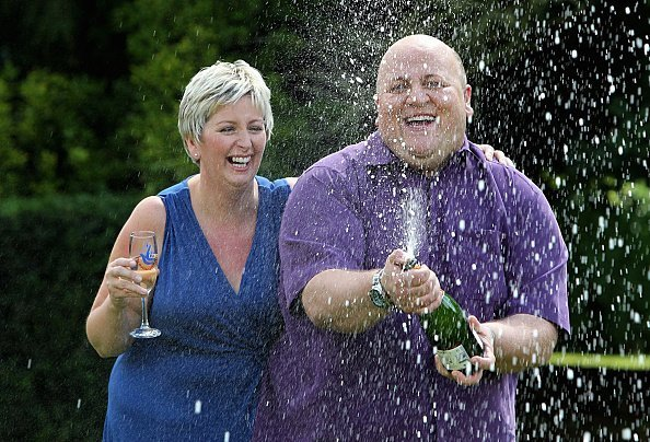 Adrian Bayford, 41, and wife Gillian, 40, from Haverhill, Suffolk, after a press conference at Down Hall Country House Hotel, after they won 148.6 million | Photo: Getty Images