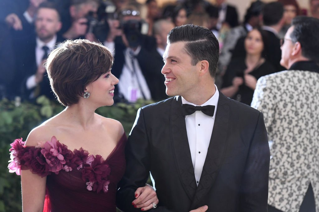 Scarlett Johansson and Colin Jost at the Heavenly Bodies: Fashion & The Catholic Imagination Costume Institute Gala at The Metropolitan Museum of Art on May 7, 2018 | Photo: Getty Images