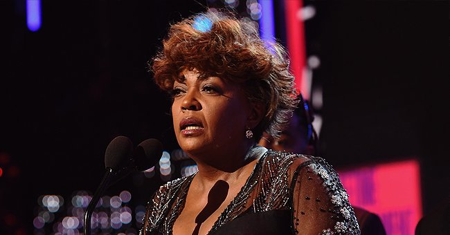 Anita Baker performing on stage.| Photo: Getty Images.