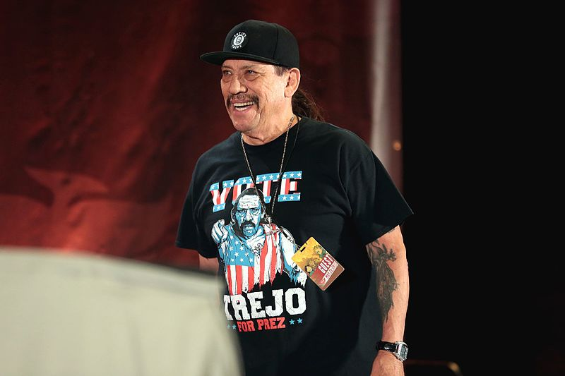 Danny Trejo speaking at the 2017 Phoenix Comicon. | Source: Wikimedia Commons