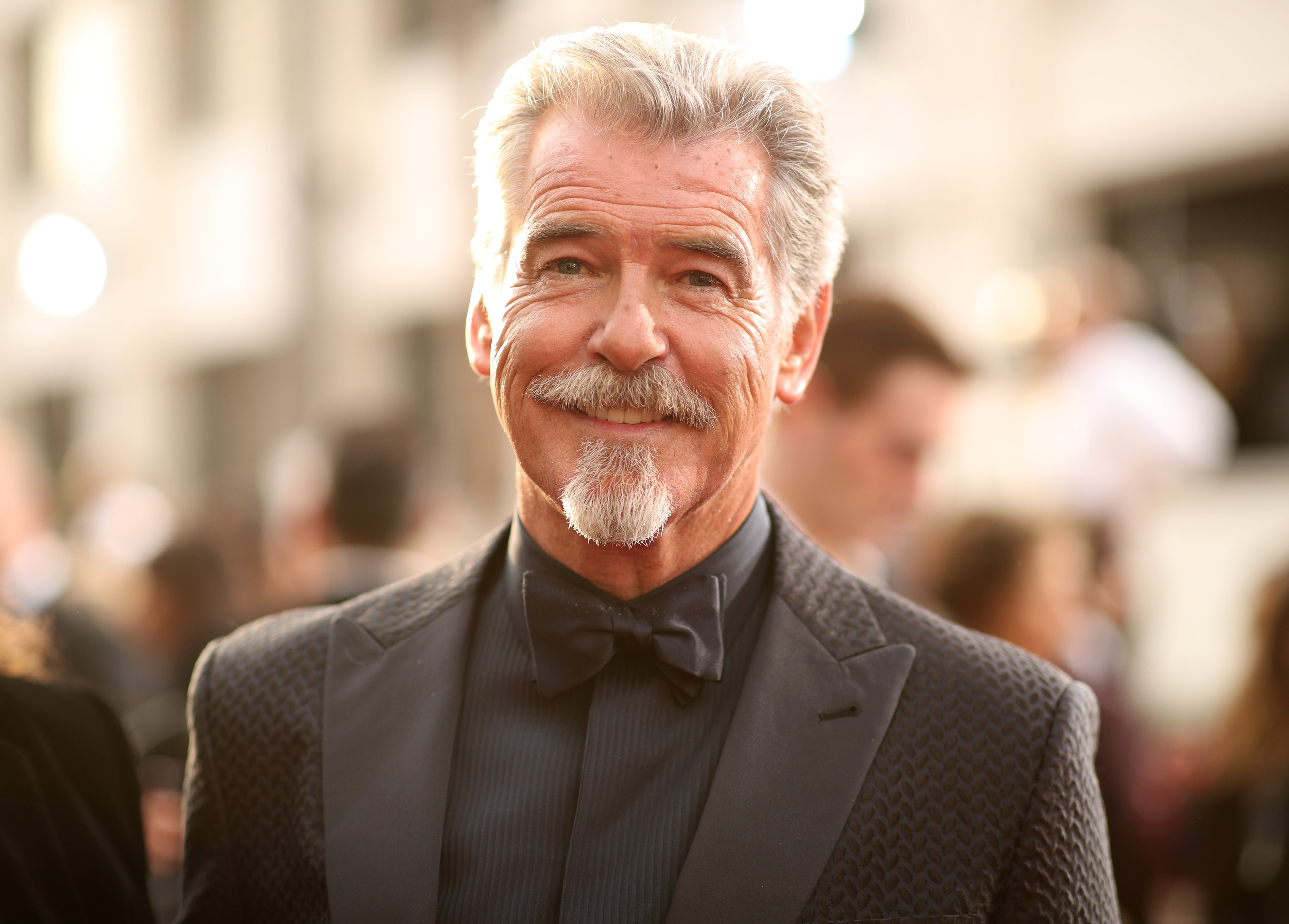 Pierce Brosnan arrives to the 77th Annual Golden Globe Awards held at the Beverly Hilton Hotel on January 5, 2020   Photo: Getty Images