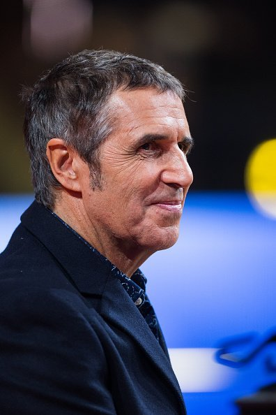 Julien Clerc assiste au Téléthon 2014 de France Télévision en décembre.| Photo : GettyImage