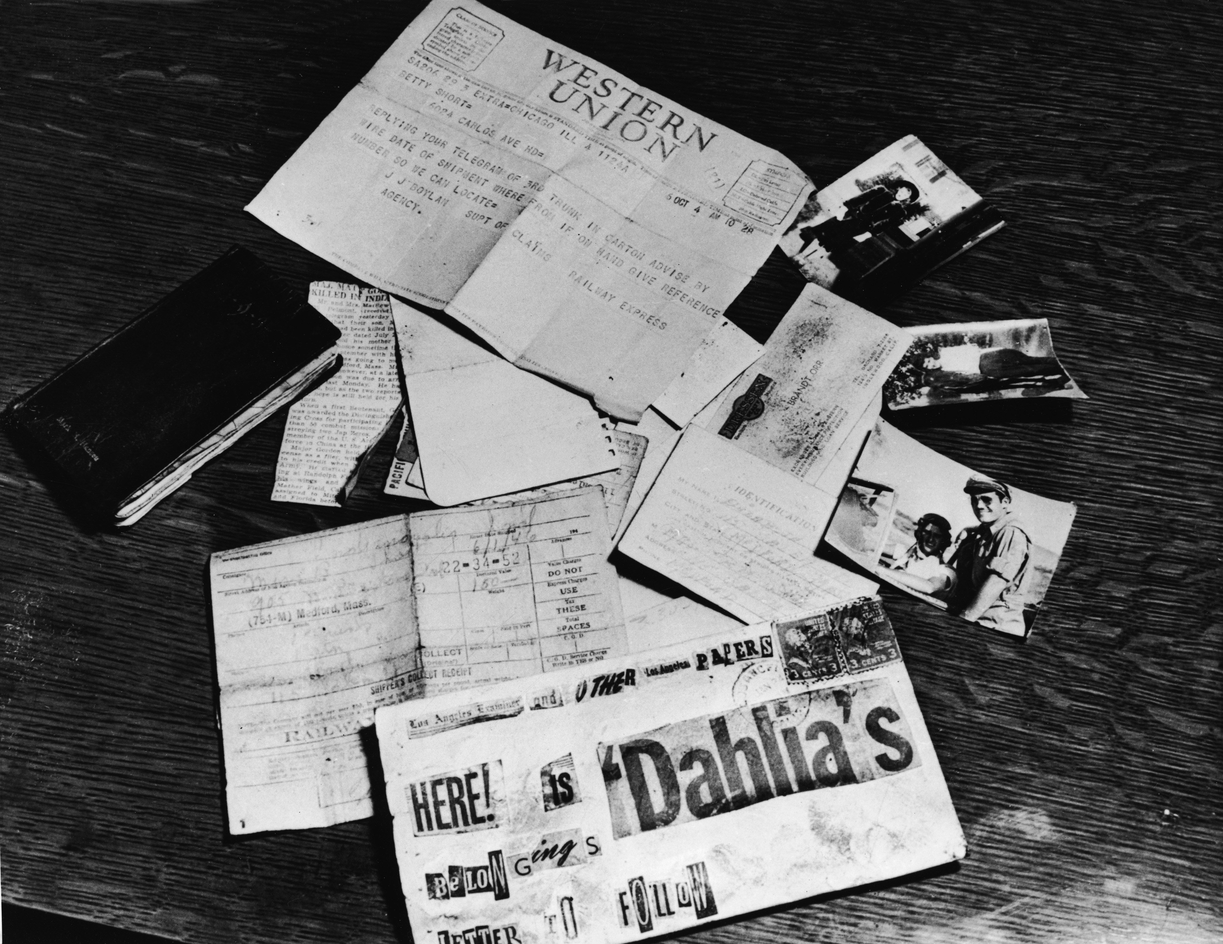 Black Dahlia evidence on the LA District Attorney's desk in California, 1947 | Photo: Getty Images