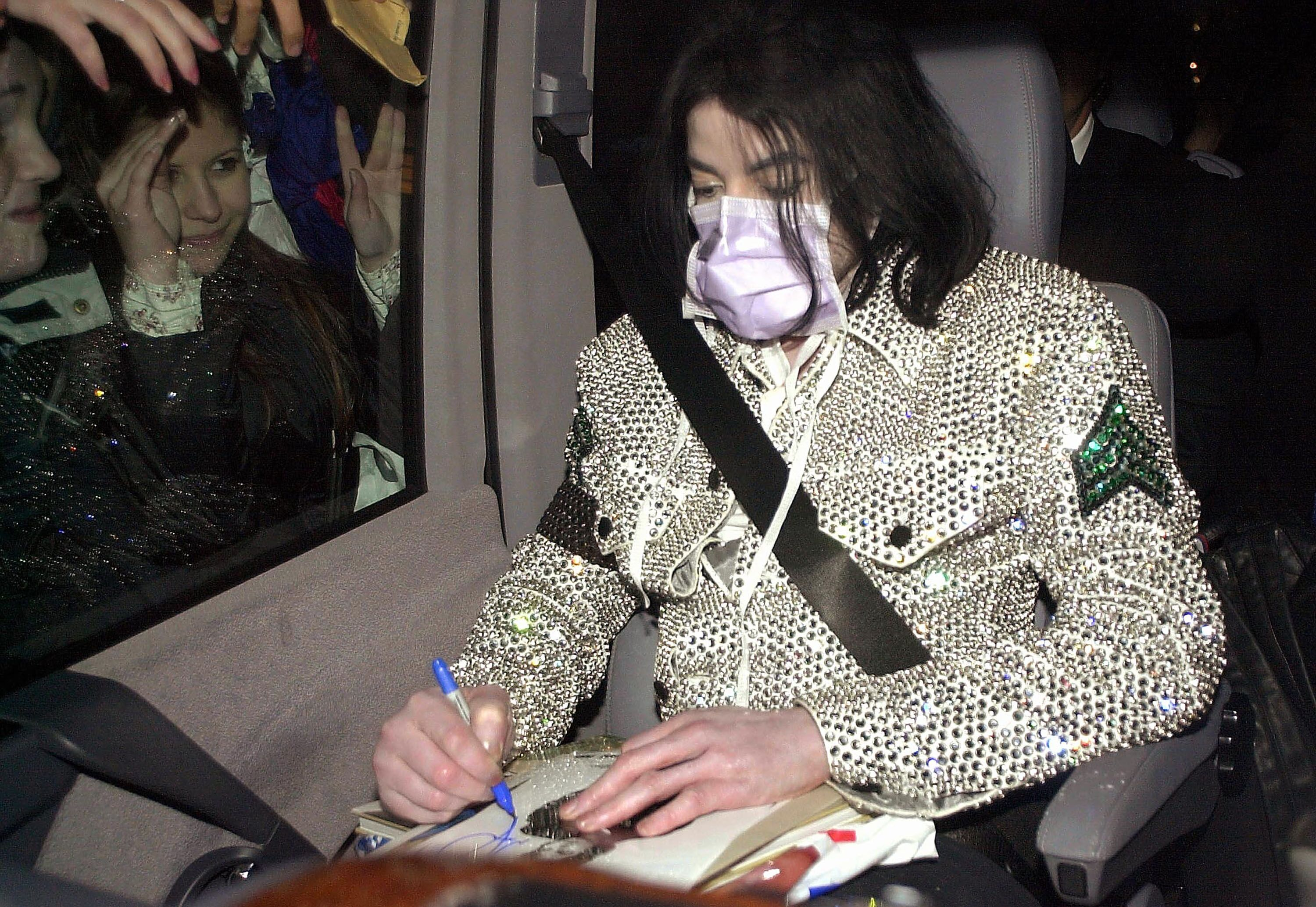Singer Michael Jackson signs an autograph outside the Adlon Hotel in Berlin in 2002 | Source: Getty Images