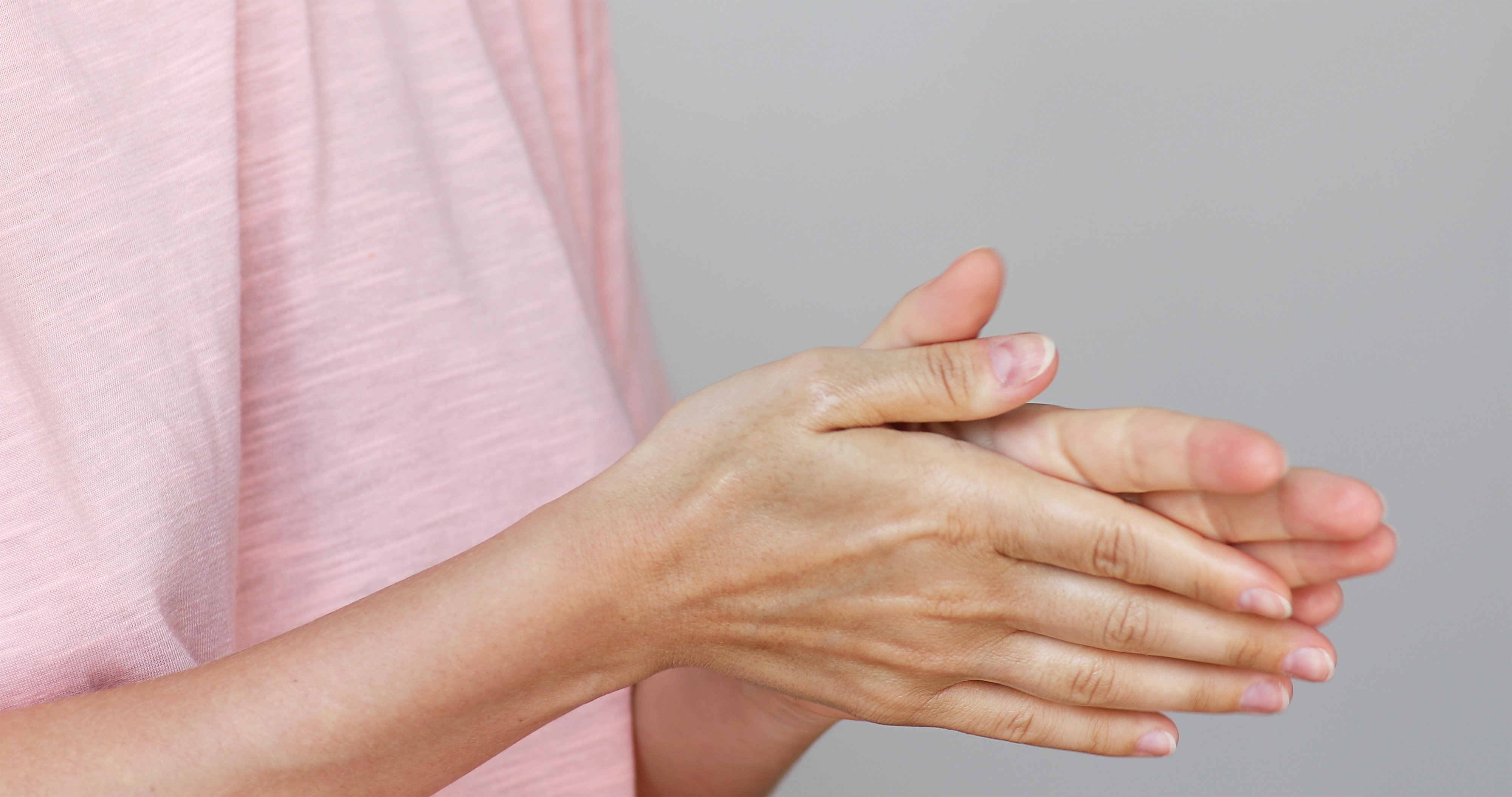 A woman rubbing her hands together | Photo: Shutterstock