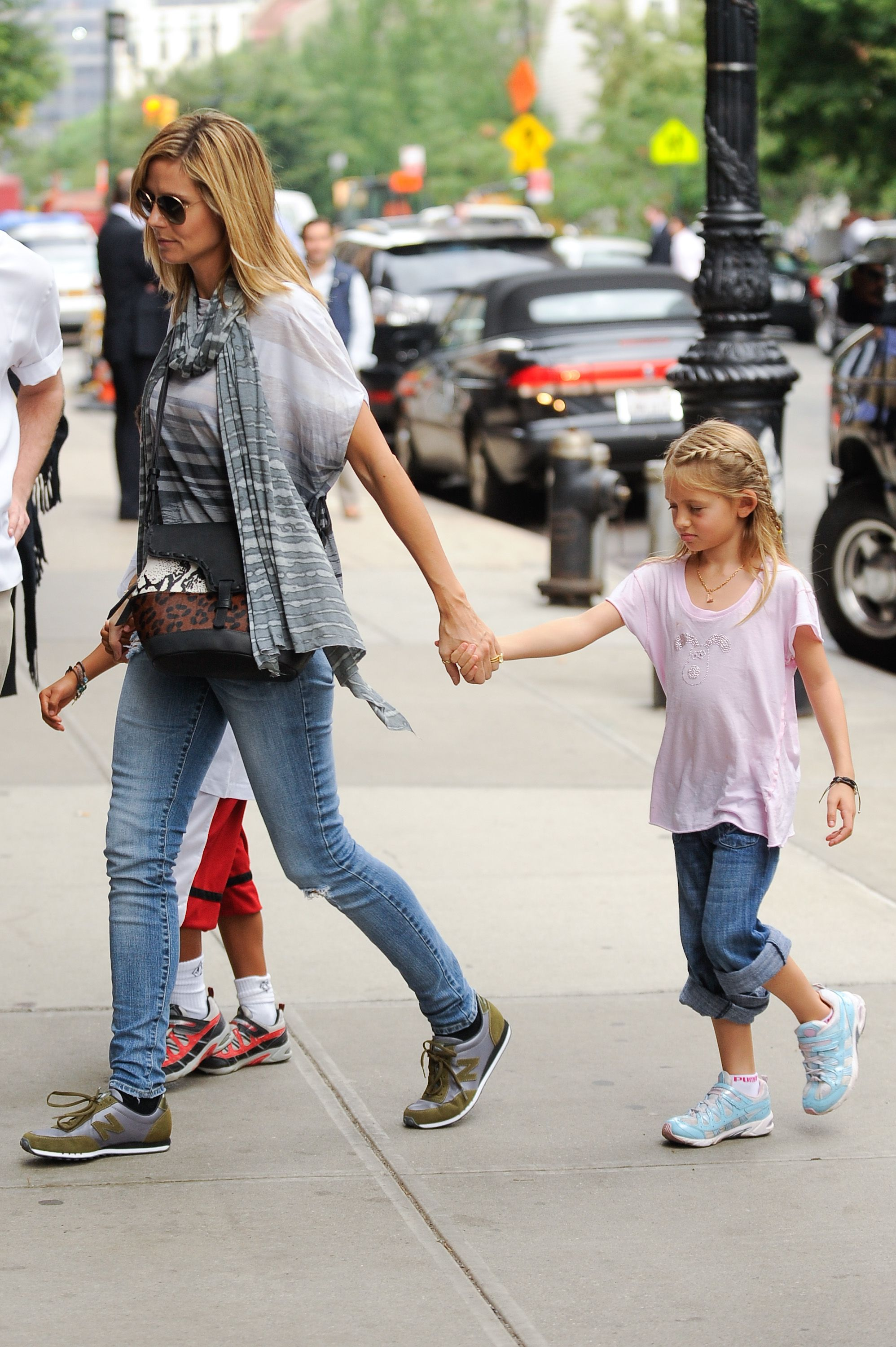 Heidi Klum and daughter Leni Samuel enter a Tribeca hotel on June 17, 2011, in New York City | Photo: Ray Tamarra/Getty Images