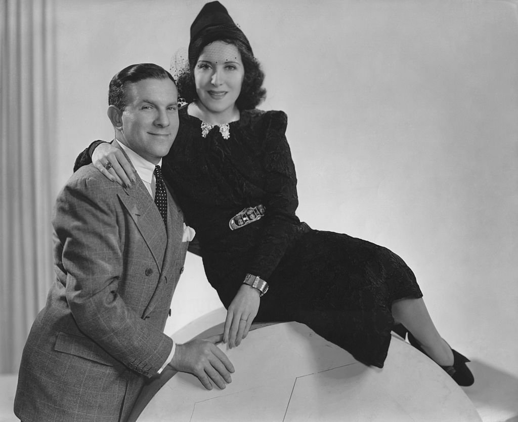American actor George Burns (1896 Ð 1996) with his wife actress Gracie Allen (1895 Ð 1964) on January 01, 1935. | Photo: Getty Images