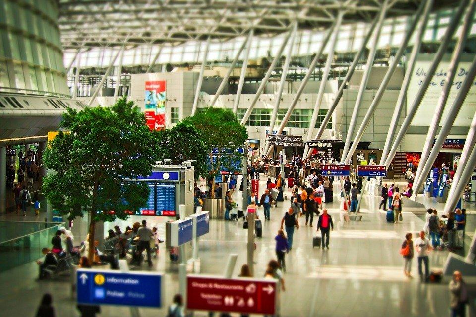 des passagers à l'aéroport | Photo : Pixabay