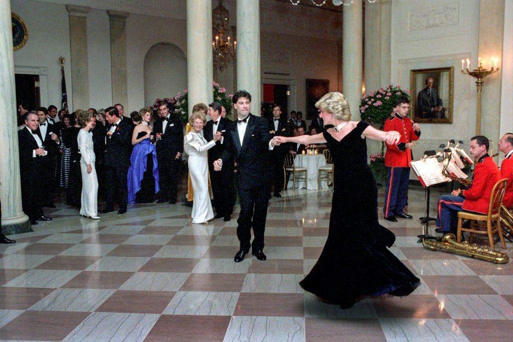 Princess Diana dances with John Travolta in Cross Hall at the White House during an official dinner on November 9, 1985   Photo: Getty Images