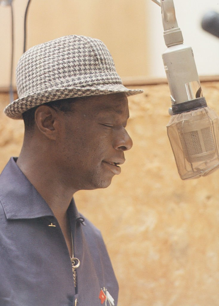 """Singer Nat """"King"""" Cole records during a session in the Capitol Recording Studios in circa 1964 