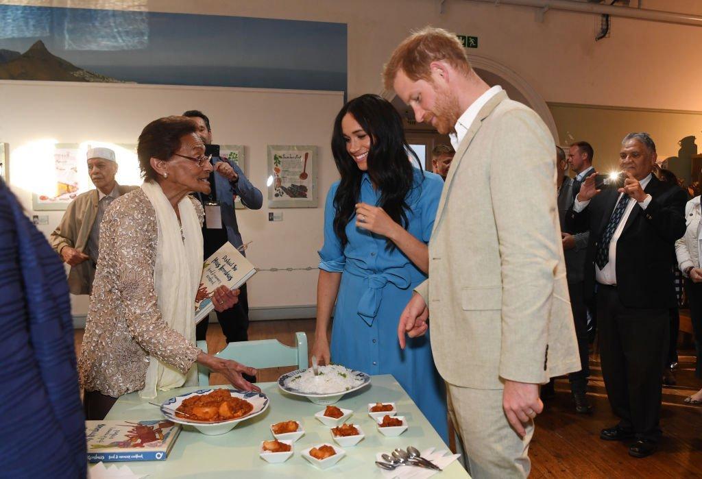 Meghan Markle et le prince Harry visitent le centre d'accueil du District 6 au Cap, en Afrique du Sud. | Source : Getty Images