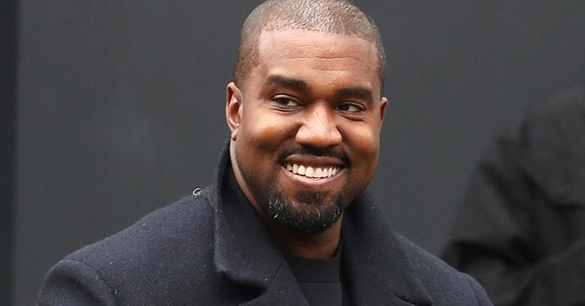 Kanye West leaving a restaurant in London, smiling at the paparazzi, 2020   Photo: Getty Images