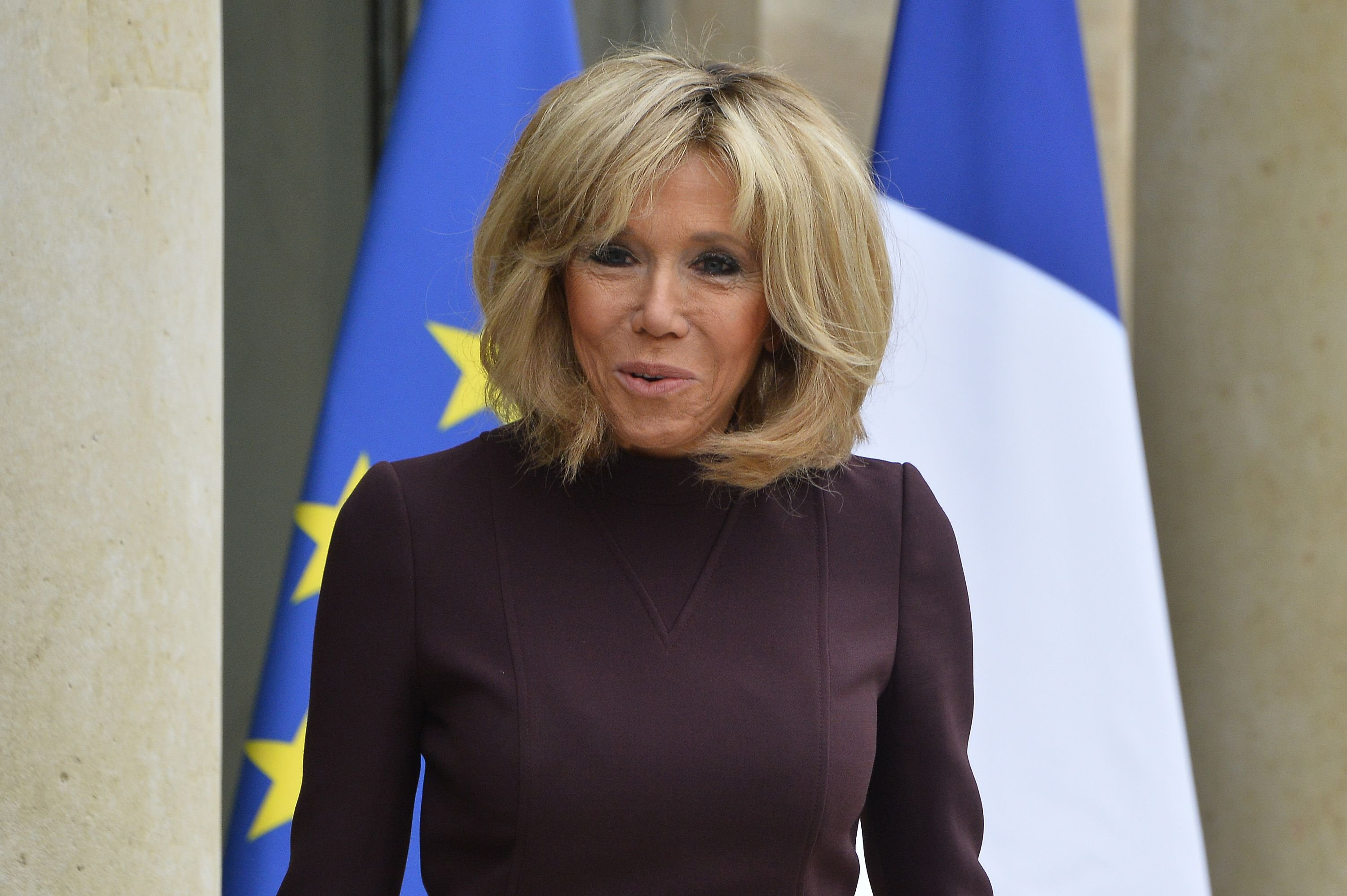 Brigitte Macron quitte l'Elysée le 18 novembre 2017 à Paris, en France. | Photo : Getty Images