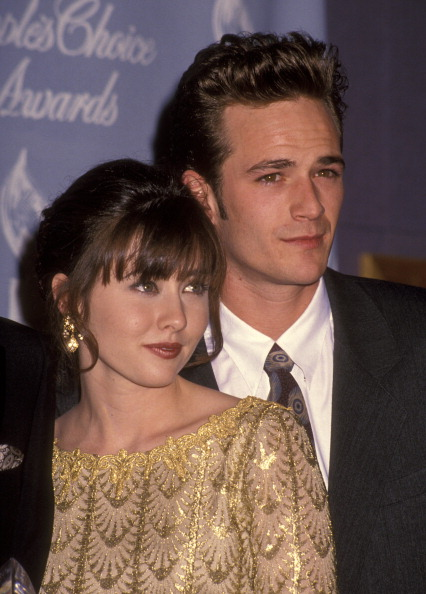 Shannen Doherty and Luke Perry at the 18th Annual People's Choice Awards | Photo: Getty Images