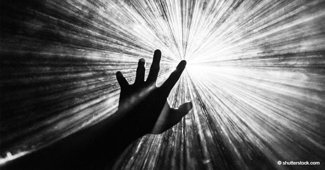 Lumière blanche et voix douce de ma défunte mère : l'homme partage son expérience mystique dans le coma