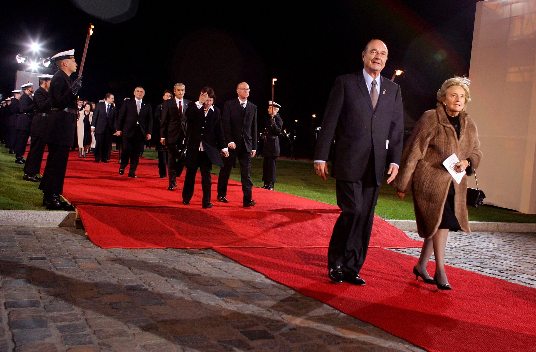 Le président français Jaques Chirac et son épouse Bernadette arrivent.   Photo : GettyImage