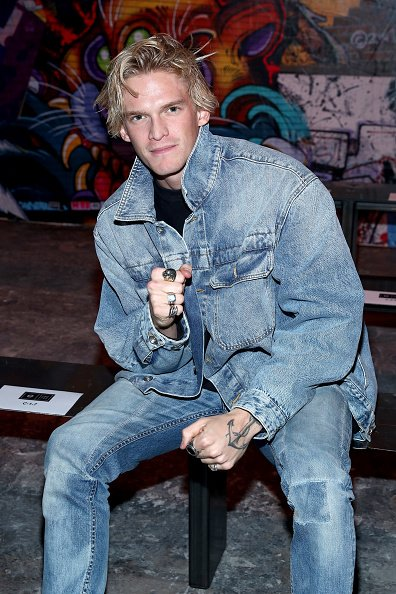 Cody Simpson at the e1972 front row during New York Fashion Week on February 08, 2020 in New York City. | Photo: Getty Images
