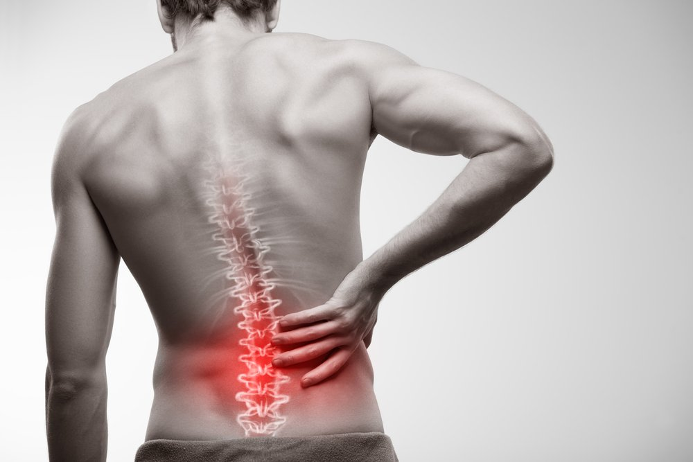 Douleur dans le bas du dos. l Source: Shutterstock