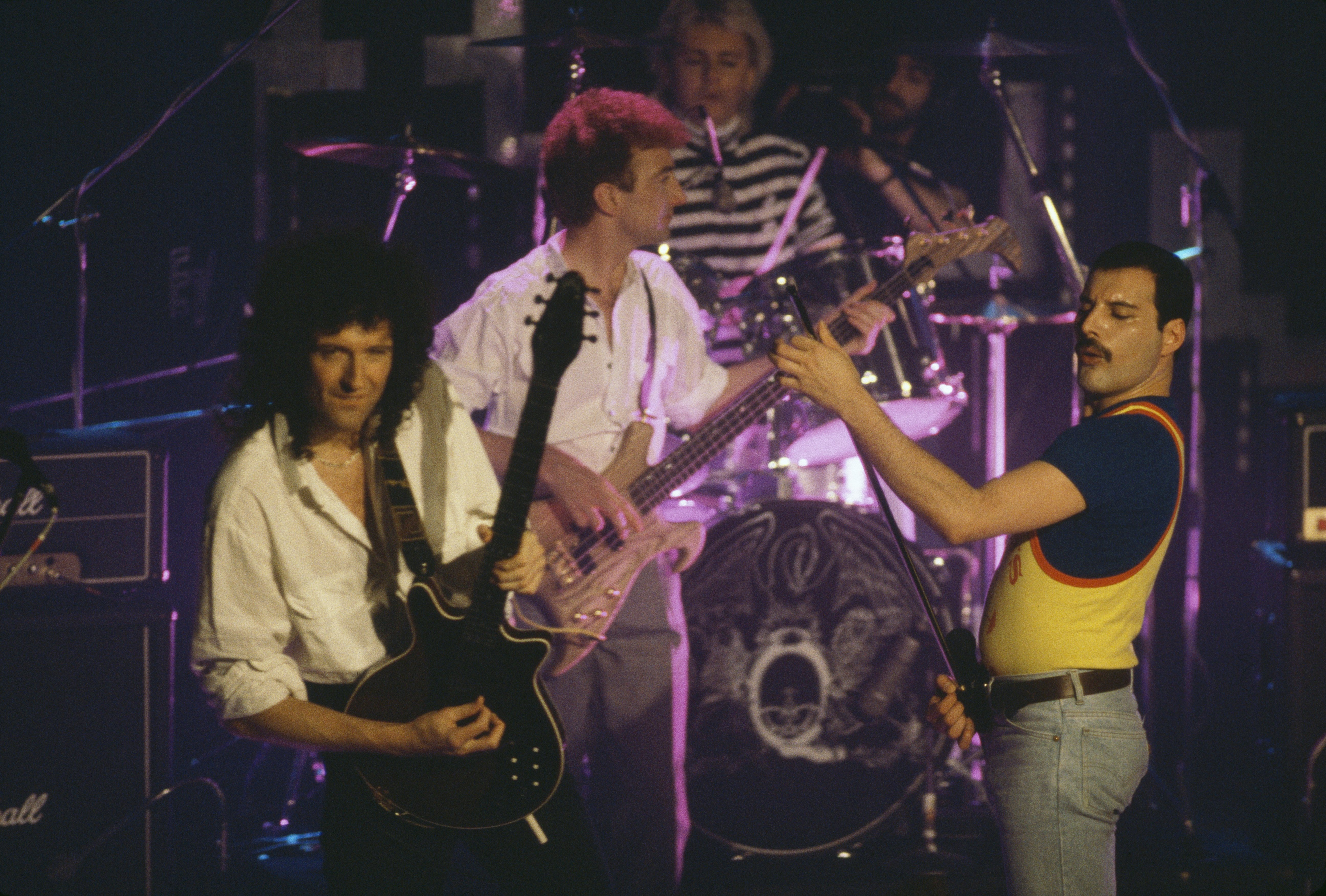 Queen performing on stage, 1986. Left to right: Brian May, John Deacon, Roger Taylor and Freddie Mercury. | Photo: GettyImages